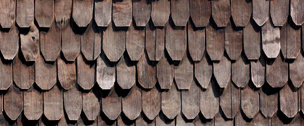 C mo las tradicionales tejuelas de madera siguen siendo - Tejas para casas de madera ...