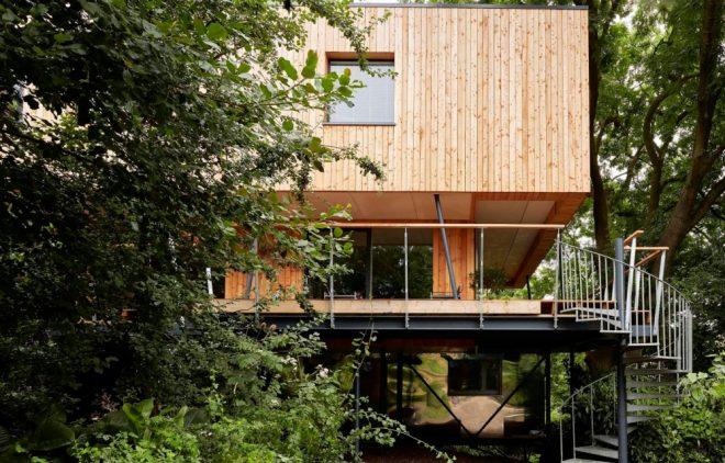 Grand Designs: Episode 1 - Presenter Kevin McCloud in Gloucestershire