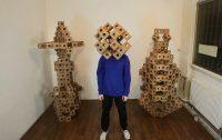 Ghostkube-una escultura móvil en madera