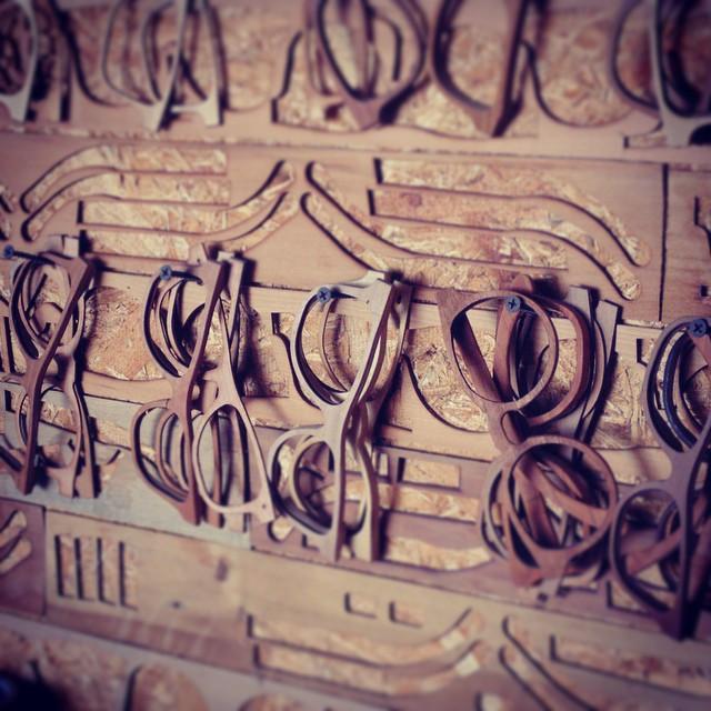 Taller de manufactura de anteojos, en LeñaWear.