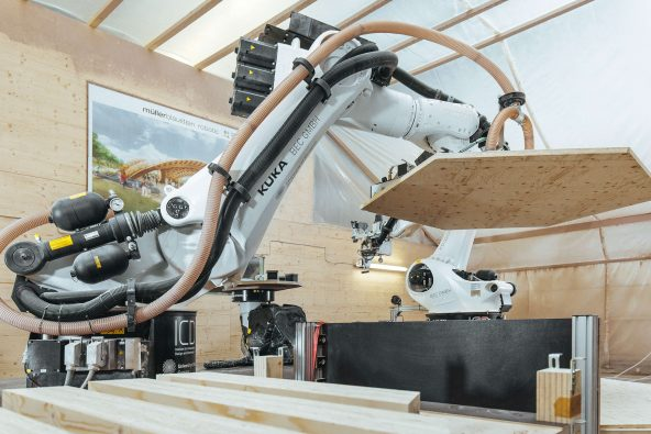 CÓMO LOS ROBOTS PUEDEN REVOLUCIONAR LA ARQUITECTURA Y LA INDUSTRIA MADERERA